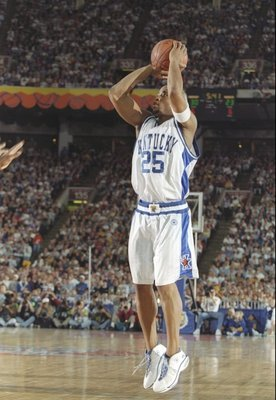 29 Mar 1997:  Guard Anthony Epps of the Kentucky Wildcats shoots the ball during an NCAA Final Four game against the Minnesota Golden Gophers at the RCA Dome in Indianapolis, Indiana. Kentucky won the game 78 - 69. Mandatory Credit: Brian Bahr  /Allsport