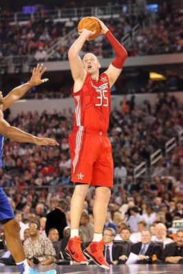 ARLINGTON, TX - FEBRUARY 14: Chris Kaman #35 of the Western Conference Team shoots against the Eastern Conference during the NBA All-Star Game, part of 2010 NBA All-Star Weekend at Cowboys Stadium on February 14, 2010 in Arlington, Texas. The Eastern Conf