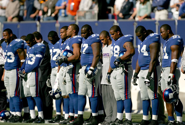 EAST RUTHERFORD, NJ - OCTOBER 30: The New York Giants take a moment of silence to honor Wellington Mara, the longtime owner of the Giants who passed away earlier this week, before their game against the Washington Redskins at Giants Stadium on October 30,