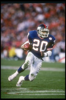 25  Jan 1987:  Running back Joe Morris of the New York Giants races down the field during Super Bowl  XXI against the Denver Broncos at the Rose Bowl in Pasadena, California.  The Giants won the game 39-20.   Mandatory Credit: Mike Powell  /Allsport
