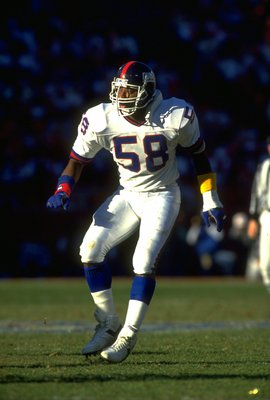 20 JAN 1991:  NEW YORK GIANTS LINEBACKER CARL BANKS DROPS BACK TO COVER THE PASS DURING THE GIANTS 15-13 NFC CHAMPIONSHIP WIN OVER THE SAN FRANCISCO 49ERS AT CANDLESTICK PARK IN SAN FRANCISCO, CALIFORNIA.