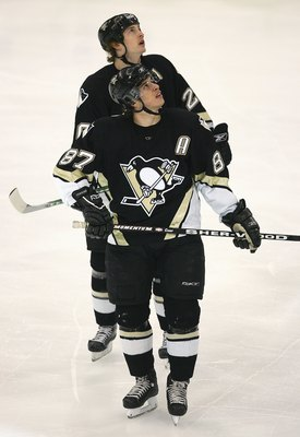PITTSBURGH - APRIL 15:  Sidney Crosby #87 and Colby Armstrong #20 of the Pittsburgh Penguins check the overhead scoreboard during a break in game action of Game 3 against the Ottawa Senators in the 2007 Eastern Conference Quarterfinals at Mellon Arena on