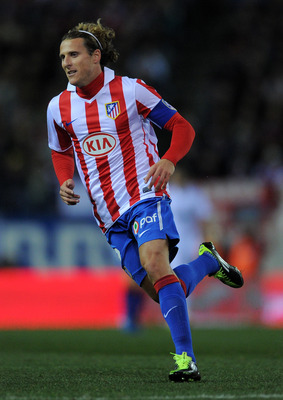 MADRID, SPAIN - JANUARY 20:  Diego Forlan of Atletico Madrid in action during the quarter-final Copa del Rey second leg match between Atletico Madrid and Real Madrid and at Vicente Calderon Stadium on January 20, 2011 in Madrid, Spain.  (Photo by Jasper J