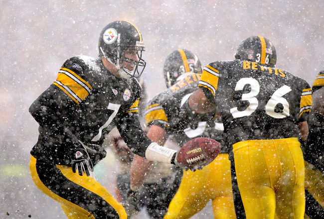 PITTSBURGH - DECEMBER 11:  Quarterback Ben Roethlisberger #7 of the Pittsburgh Steelers hands off to Jerome Bettis #36 during their game against the Chicago Bears on December 11, 2005 at Heinz Field in Pittsburgh, Pennsylvania. The Steelers defeated the B