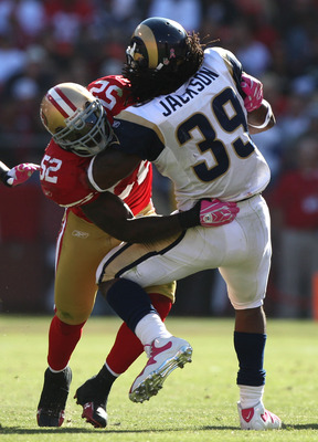 SAN FRANCISCO - OCTOBER 04: Patrick Willis #52 of the San Francisco 49ers tackles Steven Jackson #39 of the St. Louis Rams during an NFL game on October 4, 2009 at Candlestick Park in San Francisco, California.  (Photo by Jed Jacobsohn/Getty Images)
