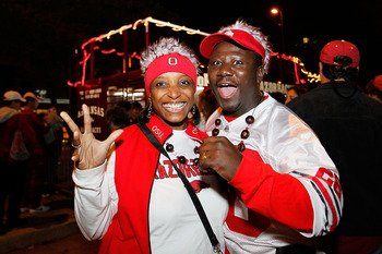 NEW ORLEANS, LA - JANUARY 04:  Fans pose before the Allstate Sugar Bowl between the Arkansas Razorbacks and the Ohio State Buckeyes at the Louisiana Superdome on January 4, 2011 in New Orleans, Louisiana.  (Photo by Kevin C. Cox/Getty Images)