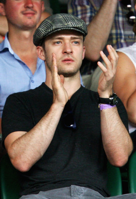WIMBLEDON, ENGLAND - JUNE 27:  Singer Justin Timberlake applauds the play on Centre Court on Day Six of the Wimbledon Lawn Tennis Championships at the All England Lawn Tennis and Croquet Club on June 27, 2009 in London, England.  (Photo by Paul Gilham/Get