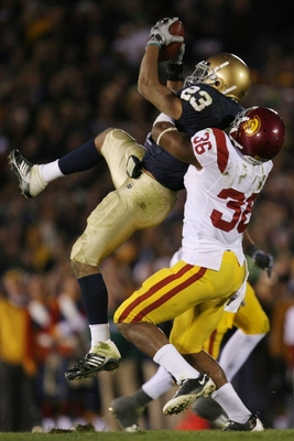 SOUTH BEND, IN - OCTOBER 17: Wide receiver Golden Tate #23 of the Notre Dame Fighting Irish makes a first down catch with one minute left in the game against Josh Pinkard #36 of the USC Trojans at Notre Dame Stadium on October 17, 2009 in South Bend, Indi