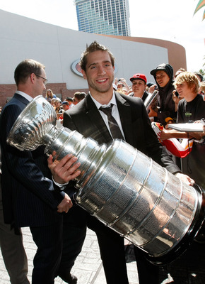 LAS VEGAS - JUNE 18:  Max Talbot of the Pittsburgh Penguins carries the Stanley Cup on the red carpet of the 2009 NHL Awards at the Palms Casino Resort on June 18, 2009 in Las Vegas, Nevada.  (Photo by Ethan Miller/Getty Images)