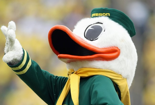EUGENE, CA - SEPTEMBER 29:The Oregon Duck mascot waves to the crowd against the California Golden Bears at Autzen Stadium on September 29, 2007 in Eugene, Oregon.  (Photo by Jonathan Ferrey/Getty Images)