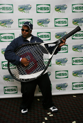 FLUSHING, NY - AUGUST 29:  Actor and comedian Kenan Thompson poses for a photo with an oversized tennis racquet during Arthur Ashe Kid's Day at the 2009 U.S. Open at the Billie Jean King National Tennis Center on August 29, 2009 in the Flushing neighborho