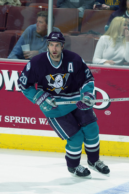 ANAHEIM, CA - MARCH 7:  Steve Rucchin #20 of the Mighty Ducks of Anaheim skates against the Edmonton Oilers during the NHL game on March 7, 2003 at the Pond in Anaheim, California. The Oilers defeated the Mighty Ducks 4-1. (Photo by: Donald Miralle/Getty