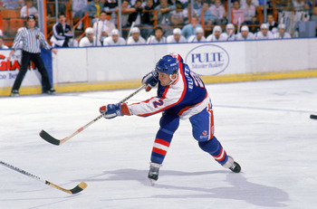 INGLEWOOD,CA - 1988:  Dave Ellett #2 of the Winnipeg Jets passes the puck during the game against the Los Angeles Kings at the Great Western Forum in the 1988-1989 season in Inglewood, California. (Photo by: Mike Powell/Getty Images)