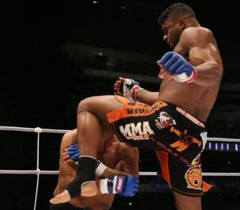 Overeem-knee_display_image