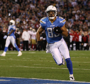 SAN DIEGO, CA - DECEMBER 16:  Wide receiver Vincent Jackson #83 of the San Diego Chargers scores a touchdown on an 11-yard pass in the second quarter against the San Francisco 49ers at Qualcomm Stadium on December 16, 2010 in San Diego, California.  (Phot
