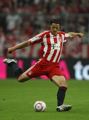 MUNICH, GERMANY - AUGUST 20:  Daniel van Buyten of Bayern runs with the ball during the Bundesliga match between FC Bayern Muenchen and VfL Wolfsburg at Allianz Arena on August 20, 2010 in Munich, Germany.  (Photo by Clive Brunskill/Getty Images)