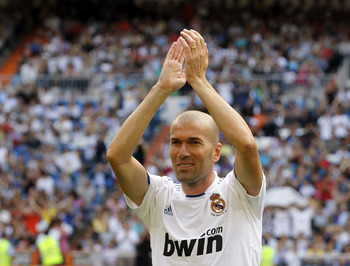 MADRID, SPAIN - JUNE 05:  Zinedine Zidane of Real Madrid waves before of the Corazon Classic Match between Allstars Real Madrid and Allstars Bayern Muenchen at Estadio Santiago Bernabeu on June 5, 2011 in Madrid, Spain.  (Photo by Angel Martinez/Getty Ima