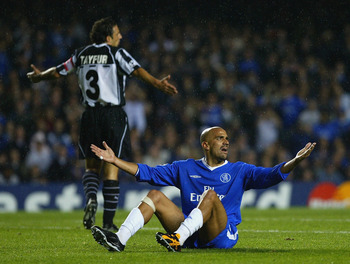 LONDON - OCTOBER 1:  Juan Sebastian Veron of Chelsea appeals to the referee during the UEFA Champions League First Stage Group G match between Chelsea and Besiktas at Stamford Bridge on October 1, 2003 in London. (Photo by Shaun Botterill/Getty Images)