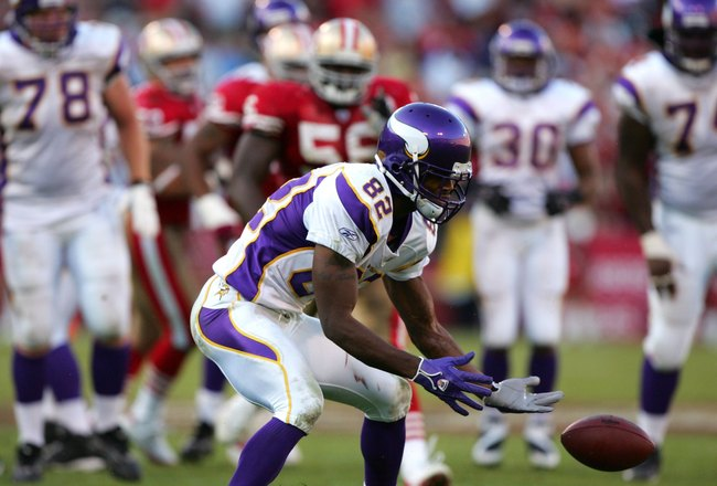 SAN FRANCISCO - NOVEMBER 05: Troy Williamson #82 of the Minnesota Vikings drops the ball on the third down of their final drive of the game against the San Francisco 49ers at Monster Park on November 5, 2006 in San Francisco, California.  (Photo by Jed Ja