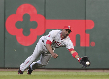 SEATTLE - JUNE 15:  Right fielder Torii Hunter #48 of the Los Angeles Angels of Anaheim makes a diving catch of a ball hit by Jack Wilson #2 of the Seattle Mariners at Safeco Field on June 15, 2011 in Seattle, Washington. (Photo by Otto Greule Jr/Getty Im