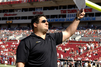 FOX television commentator Tony Siragusa was a sideline reporter at the New Orleans Saints battle the Tampa Bay Buccaneers Nov. 5, 2006 in Tampa.  The Saints defeated the Bucs 31 - 14.  (Photo by Al Messerschmidt/Getty Images)