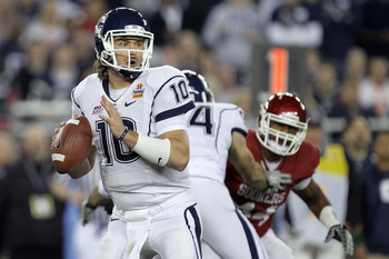 GLENDALE, AZ - JANUARY 01:  Zach Frazer #10 of the Connecticut Huskies  throws the ball against the Oklahoma Sooners during the Tostitos Fiesta Bowl at the Universtity of Phoenix Stadium on January 1, 2011 in Glendale, Arizona.  (Photo by Ronald Martinez/