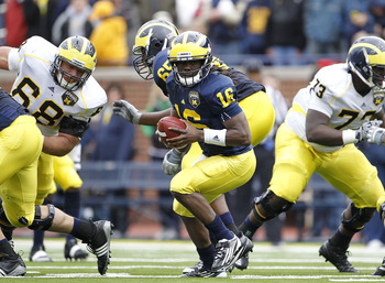 ANN ARBOR, MI - APRIL 16:  Denard Robinson #16 of the Michigan Wolverines runs for a short gain during the annual Spring Game at Michigan Stadium on April 16, 2011 in Ann Arbor, Michigan.  (Photo by Leon Halip/Getty Images)