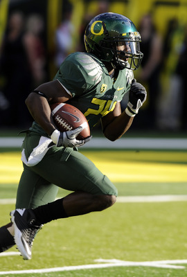EUGENE, OR - OCTOBER 2: Running back Kenjon Barner #24 of the Oregon Ducks runs back a kickoff in the first quarter of the game against the Stanford Cardinal at Autzen Stadium on October 2, 2010 in Eugene, Oregon. Oregon won the game 52-31. (Photo by Stev