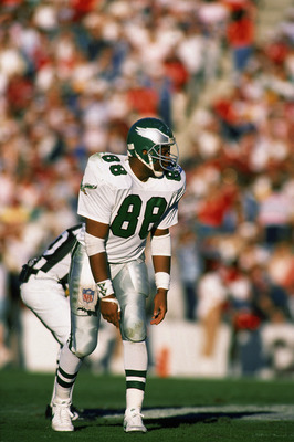 PHOENIX - DECEMBER 10:  Tight end Keith Jackson #88 of the Philadelphia Eagles positions before the snap during a NFL game against Phoenix Cardinals on December 10, 1988 at Sun Devil Stadium in Phoenix, Arizona.  The Eagles defeated the Cards 23-17.  (Pho