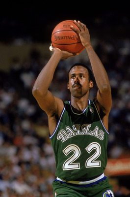 LOS ANGELES - 1987:  Rolando Blackman #22 of the Dallas Mavericks shoots a free throw during the NBA game against the Los Angeles Lakers at the Great Western Forum in Los Angeles, California in 1987. NOTE TO USER: User expressly acknowledges and agrees th