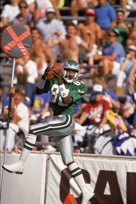 1987: Wide receiver Mike Quick #82 of the Philadelphia Eagles leaps to catch a pass down the sideline during a 1987 NFL game.  (Photo by Mike Powell/Getty Images)