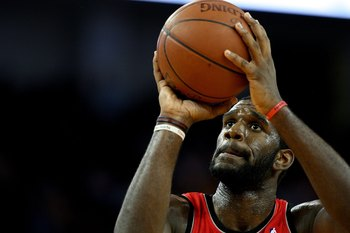 OAKLAND, CA - NOVEMBER 20:  Greg Oden #52 of the Portland Trail Blazers shoots against the Golden State Warriors during an NBA game at Oracle Arena on November 20, 2009 in Oakland, California.  (Photo by Jed Jacobsohn/Getty Images)