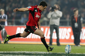 NAPIER, NEW ZEALAND - MAY 21:  Dan Carter of the Crusaders kicks during the round 14 Super Rugby match between the Crusaders and the Chiefs at McLean Park on May 21, 2011 in Napier, New Zealand.  (Photo by Hagen Hopkins/Getty Images)