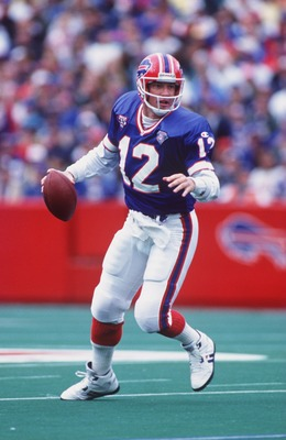 9 OCT 1994:  BUFFALO BILLS QUARTERBACK JIM KELLY LOOKS TO PASS DURING THE BILLS 21-11 WIN OVER THE MIAMI DOLPHINS AT RICH STADIUM, ORCHARD PARK, NEW YORK. Mandatory Credit: Rick Stewart/ALLSPORT