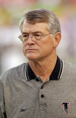 31 Jan 1999:  Coach Dan Reeves of the Atlanta Falcons looking on during the Super Bowl XXXIII Game against the Denver Broncos at the Pro Player Stadium in Miami, Florida. The Broncos defeated the Falcons 34-19.