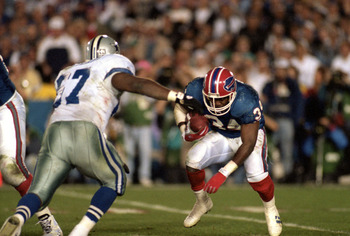 PASADENA, CA - JANUARY 31:  Running back Thurman Thomas #34 of the Buffalo Bills hustles for yards during Super Bowl XXVII against the Dallas Cowboys at the Rose Bowl on January 31, 1993 in Pasadena, California.  The Cowboys won 52-17.  (Photo by George R
