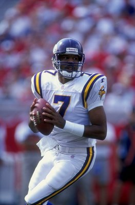 1 Nov 1998:  Quarterback Randall Cunningham #7 of the Minnesota Vikings in action during the game against the Tampa Bay Buccaneers at the Raymond James Stadium in Tampa, Florida. The Buccaneers defeated the Vikings 27-24. Mandatory Credit: Scott Halleran