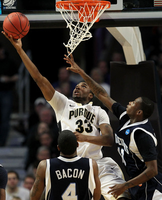 CHICAGO, IL - MARCH 18:  E'Twaun Moore #33 of the Purdue Boilermakers shoots against Steven Samuels #13 and Ryan Bacon #4 of the St. Peter's Peacocks in the second half during the second round of the 2011 NCAA men's basketball tournament at the United Cen