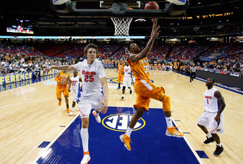 ATLANTA, GA - MARCH 11:  Scotty Hopson #32 of the Tennessee Volunteers shoots infront of Chandler Parsons #25 of the Florida Gators during the quarterfinals of the SEC Men's Basketball Tournament at Georgia Dome on March 11, 2011 in Atlanta, Georgia.  (Ph