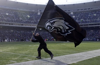 09 Dec 2001 : Philadelphia Eagles flag is presented during the game at Veterans Stadium in Philadelphia, Pennsylvania. The Eagles defeat the Chargers 24-14. DIGITAL IMAGE. Mandatory Credit: Doug Pensinger/Allsport