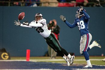 29 Oct 2000:  Troy Vincent #23 of the Philadelphia Eagles lesps to catch the ball as Ike Hilliard #88 of the New York Giants runs behind him during the game at the Giants Stadium in East Rutherford, New Jersey. The Giants defeated the Eagles 24-7. Mandato