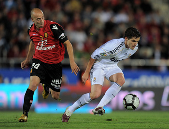 MALLORCA, SPAIN - MAY 05:  Fernando Gago (R) of Real Madrid duels for the ball with Borja Valero of Mallorca during the La Liga match between Mallorca and Real Madrid at the ONO Estadio on May 5, 2010 in Mallorca, Spain. Real Madrid won the match 4-1.  (P