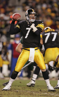 PITTSBURGH - DECEMBER 12:  Quarterback Ben Roethlisberger #7 of the Pittsburgh Steelers passes the ball against the New York Jets during the game on December 12, 2004 at Heinz Field in Pittsburgh, Pennsylvania. The Steelers won 17-7. (Photo by Al Bello/Ge