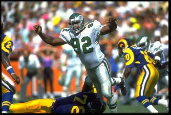 23 Sep 1990:  Defensive end Reggie White of the Philadelphia Eagles rushes to pressure the quarterback of the Los Angeles Rams at Anaheim Stadium in Anaheim, California. The Eagles won 27-21. Mandatory Credit: Allsport/Stephen Dunn