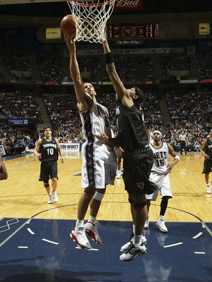 EAST RUTHERFORD - MARCH 26: Jason Kidd #5 of the New Jersey Nets attempts a layup against Eddie Griffin #41of the Minnesota Timberwolves during their game on March 26, 2005 at Continental Airlines Arena in East Rutherford, New Jersey.  NOTE TO USER:  User