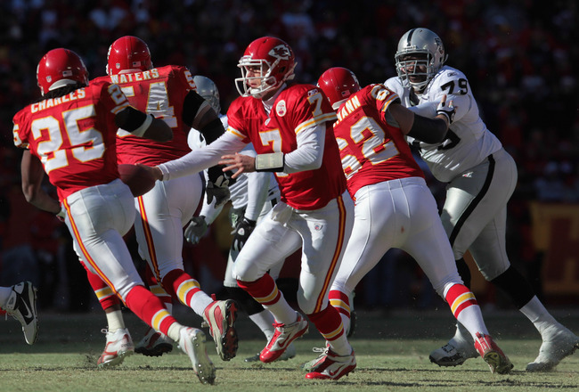 KANSAS CITY, MO - JANUARY 02:  Quarterback Matt Cassel #7 of the Kansas City Chiefs hands off the Jamaal Charles #25 during the game against  the Oakland Raiders on January 2, 2011 at Arrowhead Stadium in Kansas City, Missouri.  (Photo by Jamie Squire/Get