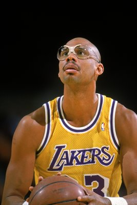 1989: Kareem Abdul- Jabbar of the Los Angeles Lakers makes a free throw during a game.  Mandatory Credit: Stephen Dunn  /Allsport