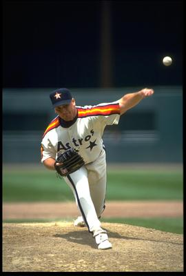17 MAY 1993:  HOUSTON ASTROS PITCHER GREG SWINDELL RELEASES A PITCH DURING THE SAN FRANCISCO GIANTS GAME AT CANDLESTICK PARK IN SAN FRANCISCO, CALIFORNIA.  MANDATORY CREDIT:  OTTO GREULE/ALLSPORT