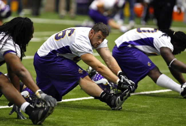 EDEN PRAIRIE, MN - MAY 4:  Minnesota Vikings draft Brian Robison practices at rookie camp on May 4, 2007 at Olympics Place in Eden Prairie, Minnesota.  (Photo by Scott A. Schneider/Getty Images)