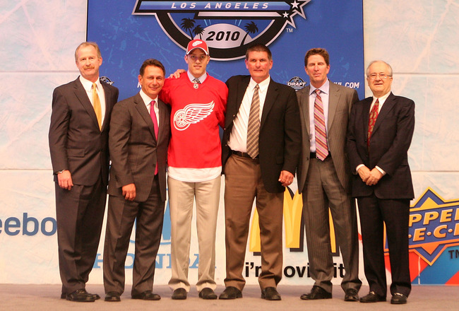 LOS ANGELES, CA - JUNE 25:  Riley Sheahan, drafted 21th overall by the Detroit Red Wings, poses on stage with team personnel during the 2010 NHL Entry Draft at Staples Center on June 25, 2010 in Los Angeles, California.  (Photo by Bruce Bennett/Getty Imag